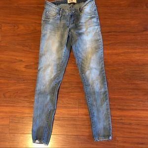 2/15$ 🦋 Garage jeans